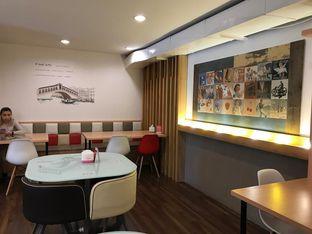 Foto 6 - Interior di Kojima Burger & Coffee oleh Makan2 TV Food & Travel