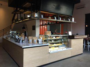 Foto 2 - Interior di Coffeedential Roastery & Dessert oleh Buncit Foodies