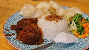 Foto 2 - Makanan(Nasi Dragon Ball) di Babeh St oleh Rinarinatok