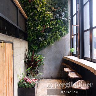Foto 4 - Interior di Crematology Coffee Roasters oleh Darsehsri Handayani