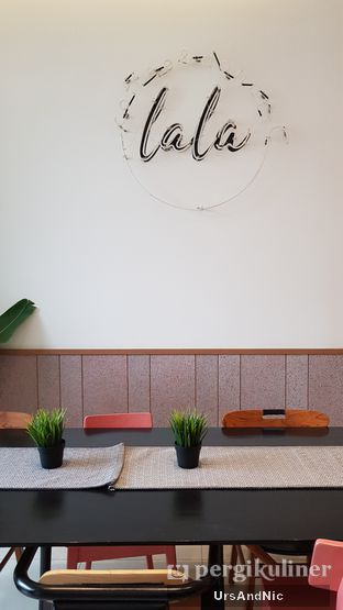 Foto 4 - Interior di Lala Coffee & Donuts oleh UrsAndNic