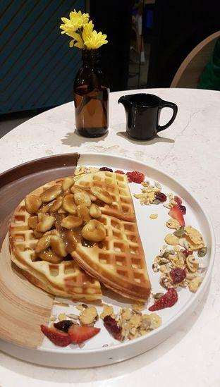 Foto 5 - Makanan(Butterscotch Banana Waffle) di Lula Kitchen & Coffee oleh Gembuli Tan