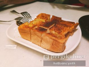 Foto 2 - Makanan(Garlic bread) di Old Town White Coffee oleh cynthia lim