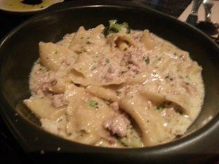 Foto 1 - Makanan(Pappardelle E Salsiccia) di Ocha & Bella - Hotel Morrissey oleh Budi Lee