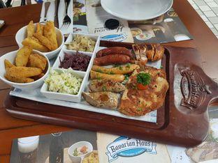 Foto review Bavarian Haus Bratwurst & Grill oleh Theodora  1
