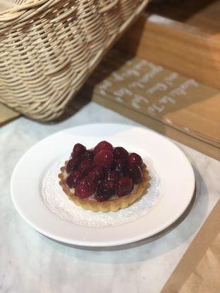 Foto 1 - Makanan(Tartelette Raspberry) di Levant Boulangerie & Patisserie oleh feedthecat