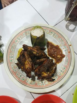 Foto 1 - Makanan(Ayam Bakar) di Nasi Uduk Kebon Kacang Puas Hati oleh Chrisilya Thoeng