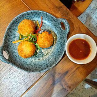 Foto 6 - Makanan(Bitterballen) di Sinou oleh duocicip