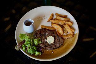 Foto 2 - Makanan(Sirloin Steak) di Above and Beyond oleh Fadhlur Rohman