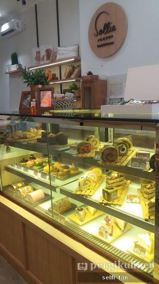 Foto 2 - Interior di Sollie Cafe & Cakery oleh Selfi Tan