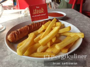 Foto 3 - Makanan(Chicken Cheese Sausage) di Steak Hotel by Holycow! oleh Ivan Setiawan