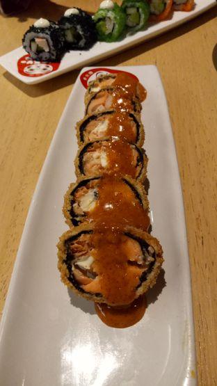 Foto 4 - Makanan(Salmon & Cream Cheese Roll) di Tokyo Belly oleh Ratu Aghnia