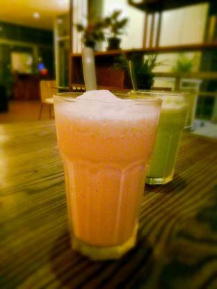Foto 4 - Makanan(Strawberry Milkshake) di Warung Pasta oleh Ratu Aghnia