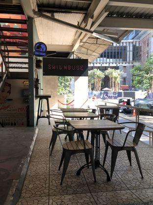 Foto 6 - Interior di Blumchen Coffee oleh Nanakoot