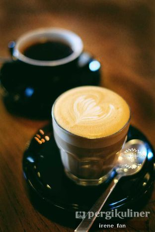 Foto 1 - Makanan(Hot Latte) di Scandinavian Coffee Shop oleh Irene Stefannie @_irenefanderland