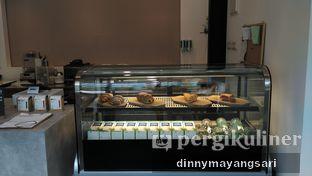 Foto 3 - Interior di Simetri Coffee Roasters oleh dinny mayangsari