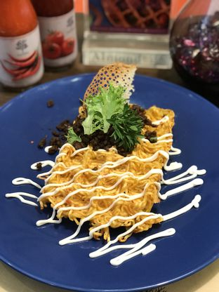 Foto 3 - Makanan(Beef noodle waffle) di Almondtree oleh Patricia.sari