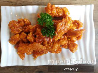 Foto 2 - Makanan(Dak Gang Jeong Chicken) di MyoungDong Gyoza oleh efa yuliwati