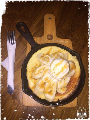 Foto 1 - Makanan(Banana Caramel Pancake) di Douwe Egberts oleh Ardelia I. Gunawan