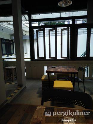 Foto 5 - Interior di Yellow Truck Coffee oleh Jihan Rahayu Putri