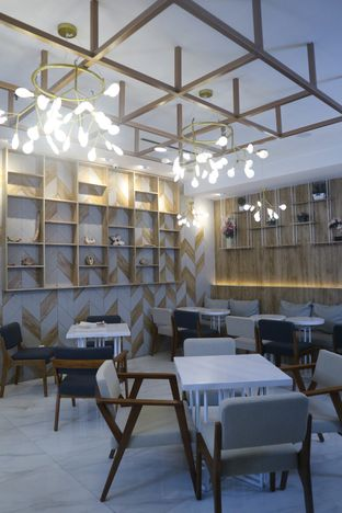 Foto 9 - Interior di Yuzuki Tea oleh thehandsofcuisine