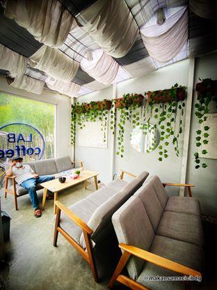 Foto 6 - Interior di Lab Coffee oleh Makan Samacici