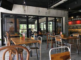 Foto 2 - Interior di Routine Coffee & Eatery oleh Muhammad Fadhlan