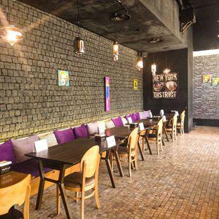 Foto 21 - Interior di Noodle King oleh duocicip