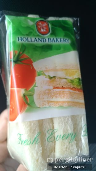 Foto review Holland Bakery oleh Desriani Ekaputri (@rian_ry) 2
