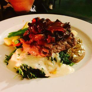 Foto 2 - Makanan(GILROY MIX GRILL STEAK 89.5K) di Sierra oleh @tasteofbandung