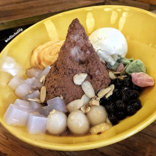 Foto 1 - Makanan(Sumoboo kakigori read bean + green tea ice cream + big boba + mochi + egg pudding + sliced almond + taro + nata de coco) di Sumoboo oleh Stellachubby
