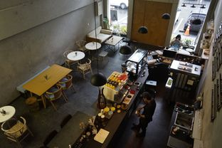 Foto 11 - Interior di Awesome Coffee oleh yudistira ishak abrar