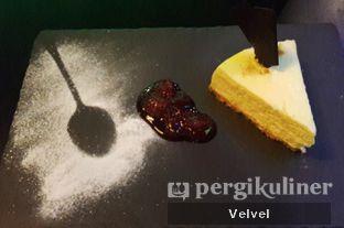 Foto 3 - Makanan(Snickers & Irish Baileys Vanilla Cheesecake) di McGettigan's oleh Velvel