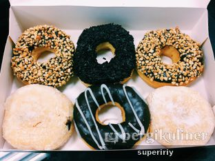 Foto 1 - Makanan(sixpacks!) di Dunkin' Donuts oleh @supeririy