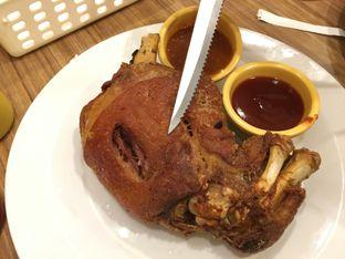 Foto 2 - Makanan(Pork Knuckle) di Meaters oleh Kevin Suryadi