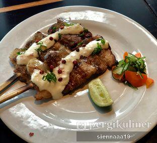 Foto 2 - Makanan(buta bara kushiyaki taru taru sauce) di Enmaru oleh Sienna Paramitha