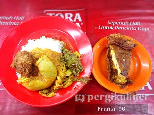 Foto 1 - Makanan di Nasi Kapau Uni Upik oleh Fransiscus