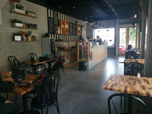 Foto 2 - Interior di Daily Press Coffee oleh yudistira ishak abrar