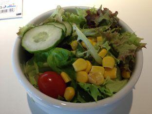 Foto 6 - Makanan(Mix Salad) di IKEA oleh awakmutukangmakan
