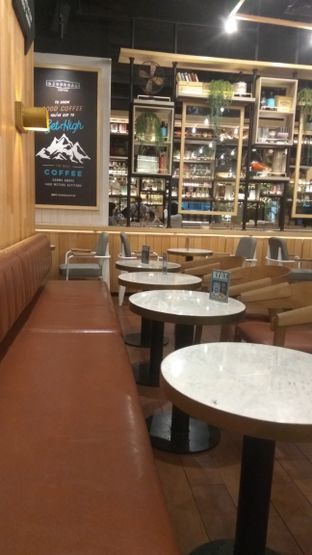 Foto 3 - Interior di Djournal Coffee oleh Renodaneswara @caesarinodswr