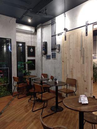 Foto 6 - Interior di Diskusi Kopi dan Ruang Berbagi oleh Eunice