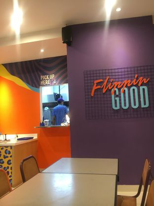 Foto 6 - Interior di Flip Burger oleh Fadhlur Rohman