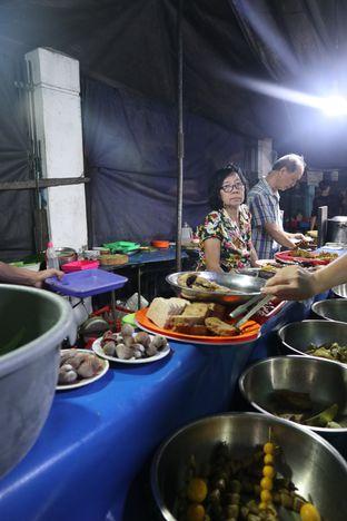 Foto 9 - Interior di Nasi Uduk Kota Intan (Aweng) oleh thehandsofcuisine