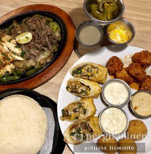 Foto 1 - Makanan di Chili's Grill and Bar oleh Patsyy