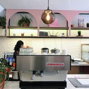 Foto 3 - Interior di Lala Coffee & Donuts oleh Della Ayu