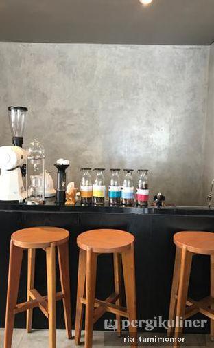 Foto 3 - Interior di Dua Coffee oleh riamrt