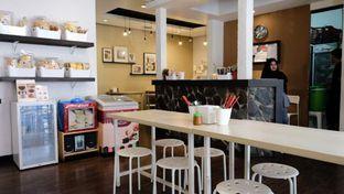 Foto 4 - Interior di Sam's Strawberry Corner oleh YSfoodspottings