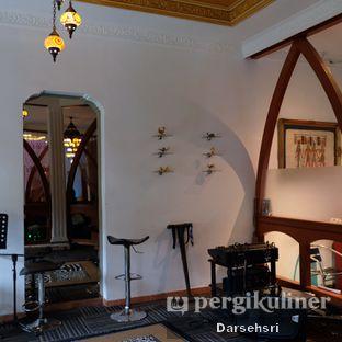 Foto 15 - Interior di Mid East Restaurant oleh Darsehsri Handayani