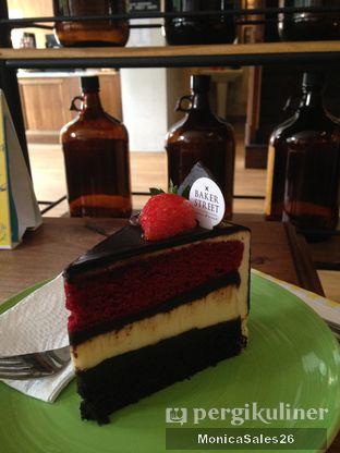Foto 19 - Makanan(Triple dekker cake ) di Baker Street oleh Monica Sales