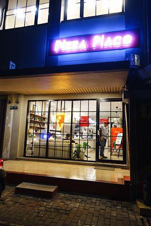 Foto 2 - Interior di Pizza Place oleh iminggie